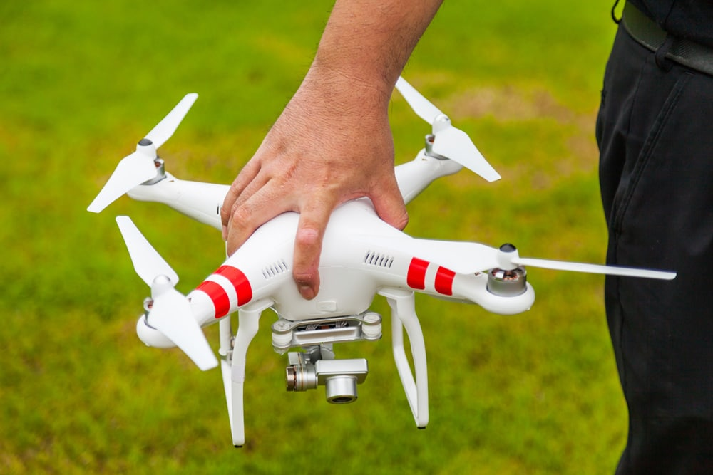 Drohnen Haftpflichtversicherung Mann Hand