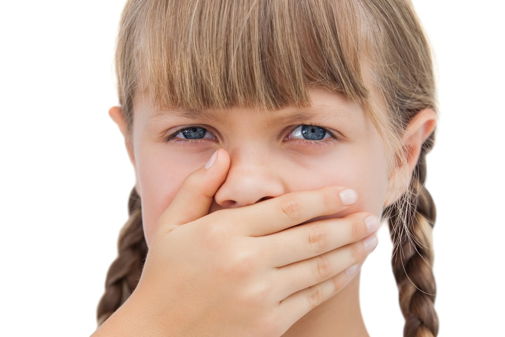 Mundgeruch bei Kindern Hand vor Mund