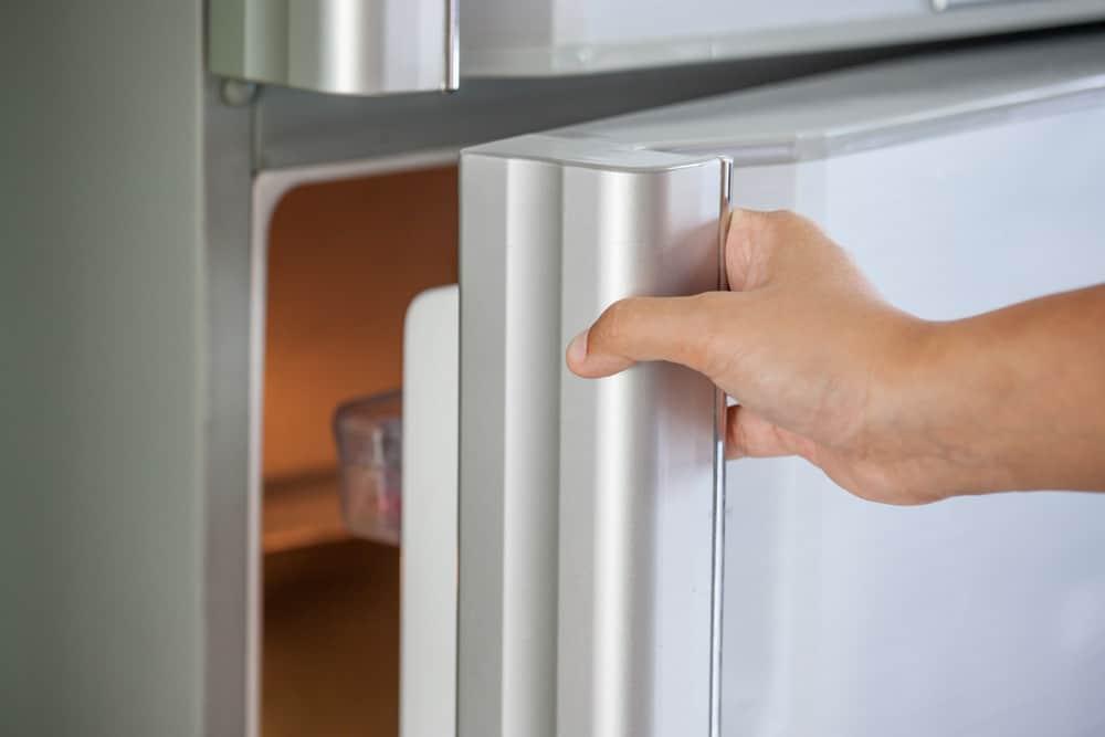 Kühlschrank gefriert Hand öffnen