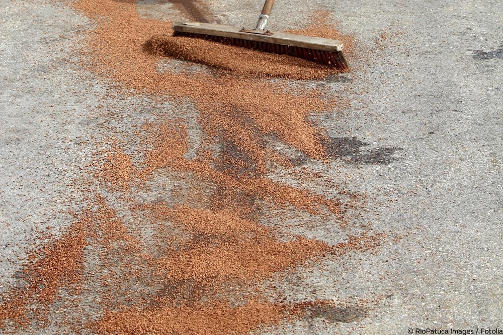 Ölflecken von pflaster entfernen