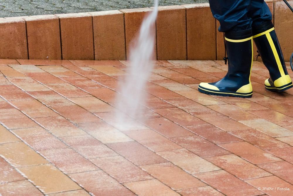 Ölfleck entfernen Pflastersteine Hochdruckreiniger