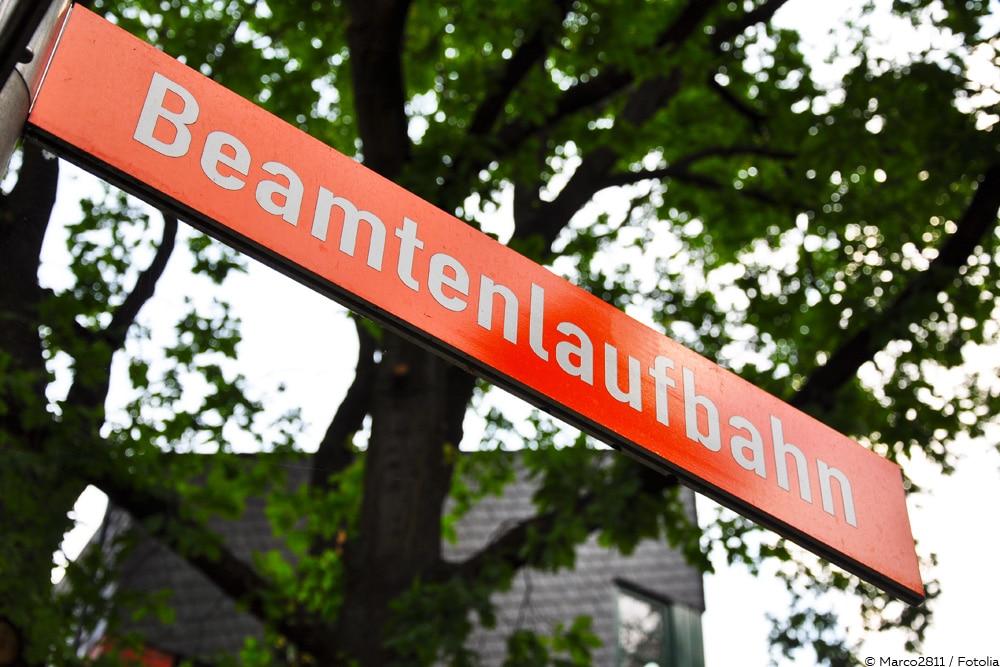 Straßenschild Beamtenlaufbahn - Beamter werden