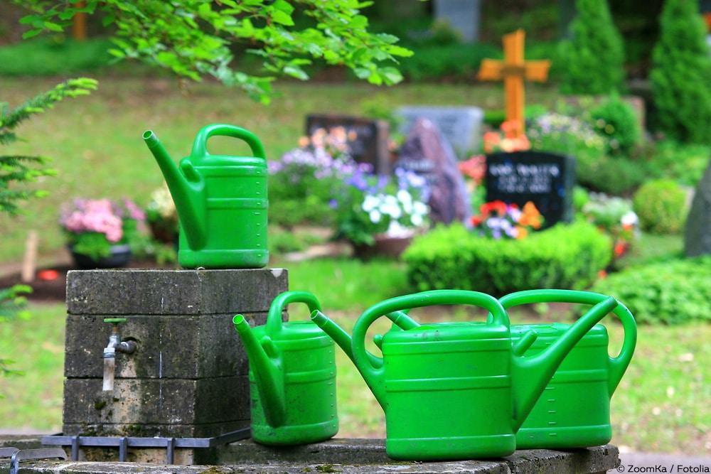 Friedhof Gießkannen