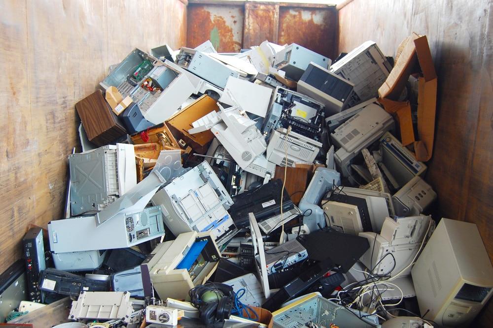 Elektroschrott auf Mülldeponie