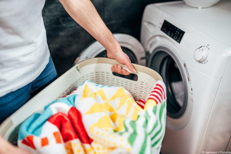 Kleidung schimmelt: 5 wirksame Mittel, um den Schimmel zu