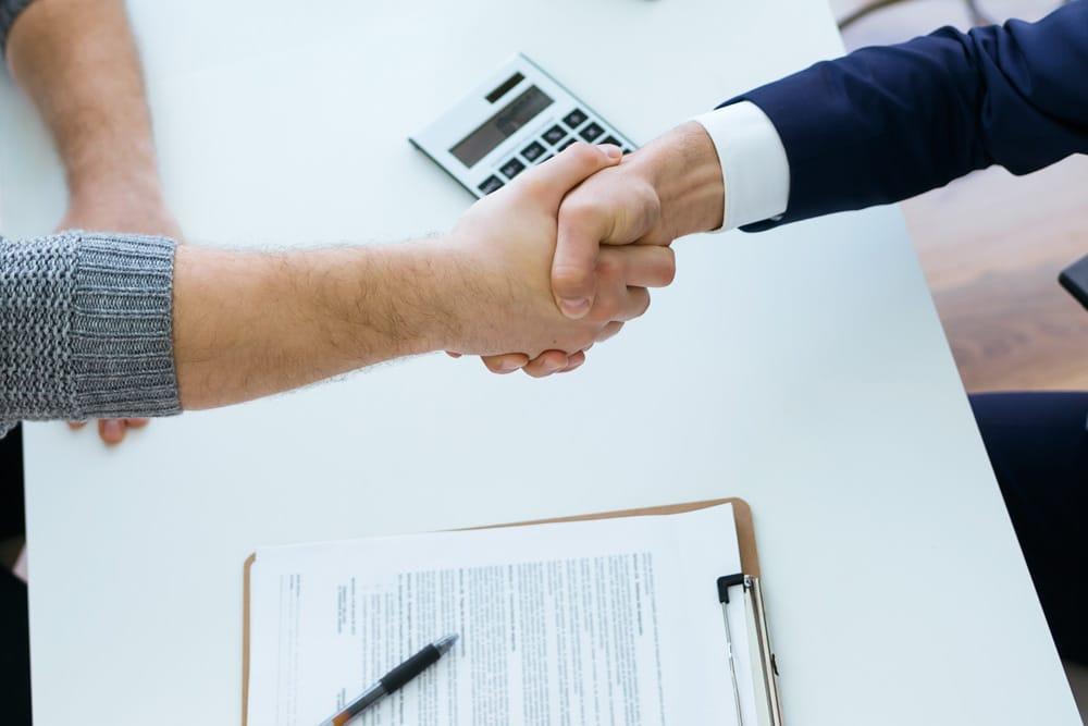 Versicherungsmaklervertrag Handshake