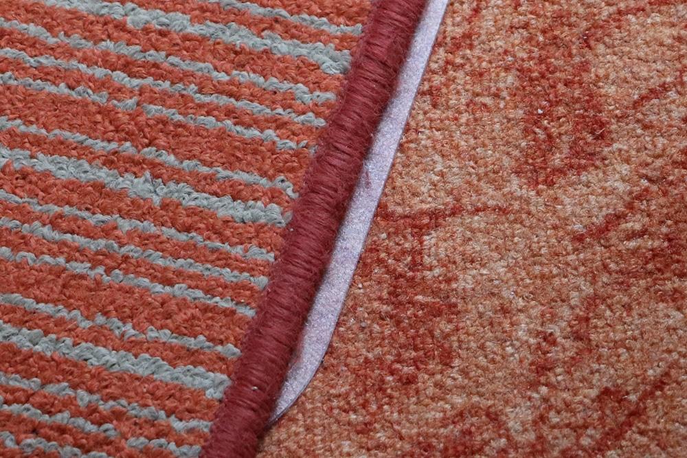 Anti-Rutsch-Streifen unter Teppich