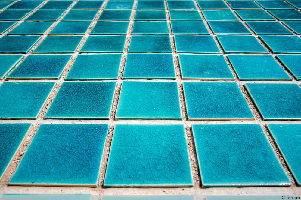 Fließen im Schwimmbad