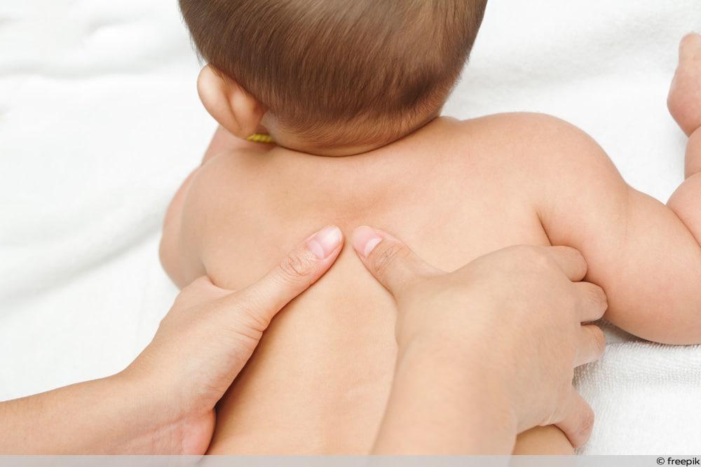 Kind verschluckt Alufolie - Notfall