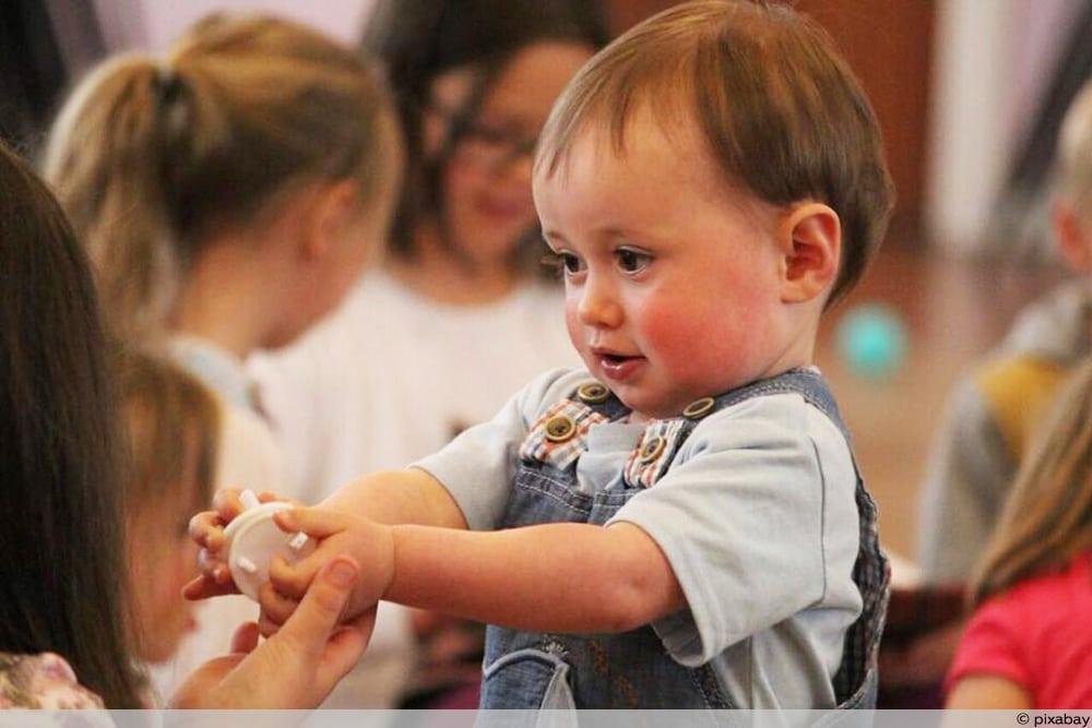 Kleinkind im Kindergarten - Ist Pseudokrupp ansteckend
