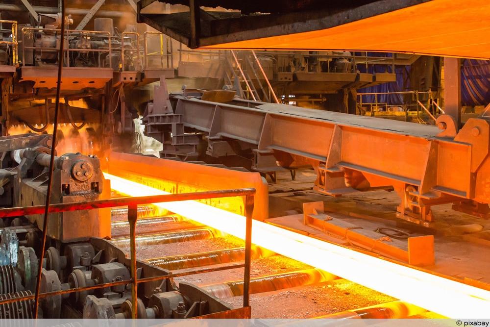 Stahlwerk - Mehr Geld für Stahlarbeiter