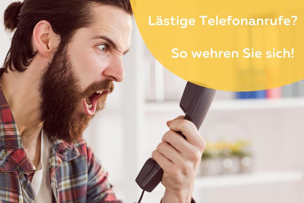 Genervter Mann am Telefon