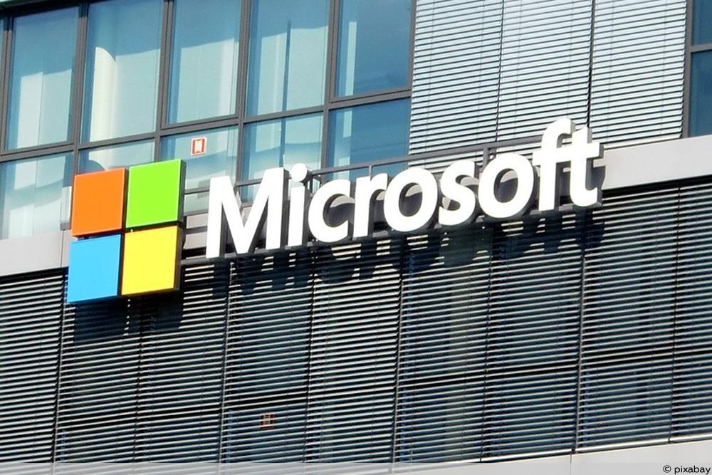 Gebäude mit Microsoft-Logo