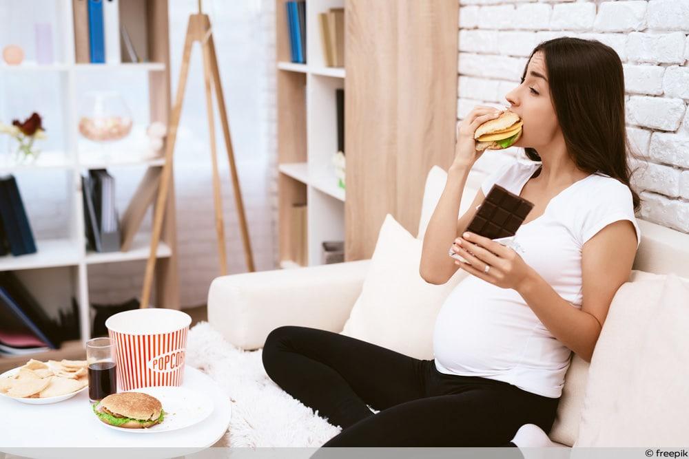 Schwangere isst Fast Food - Gewichtszunahme in SSW 15