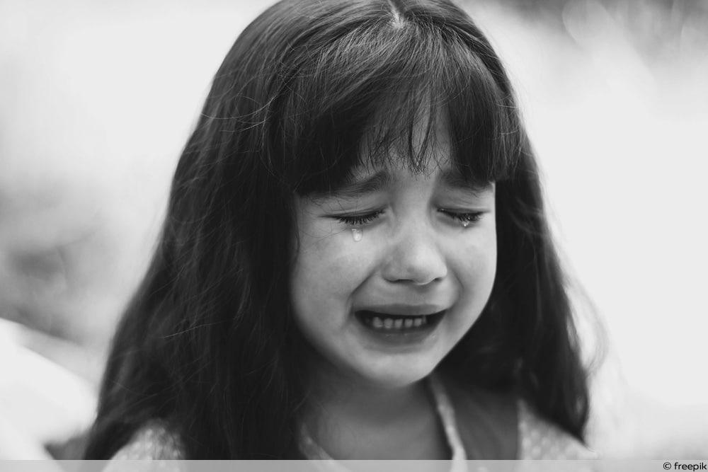 Kindeswohlgefährdung - Weinendes Mädchen