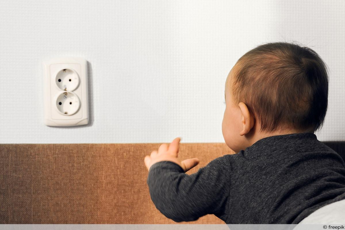 Steckdose Gefahr für Kinder