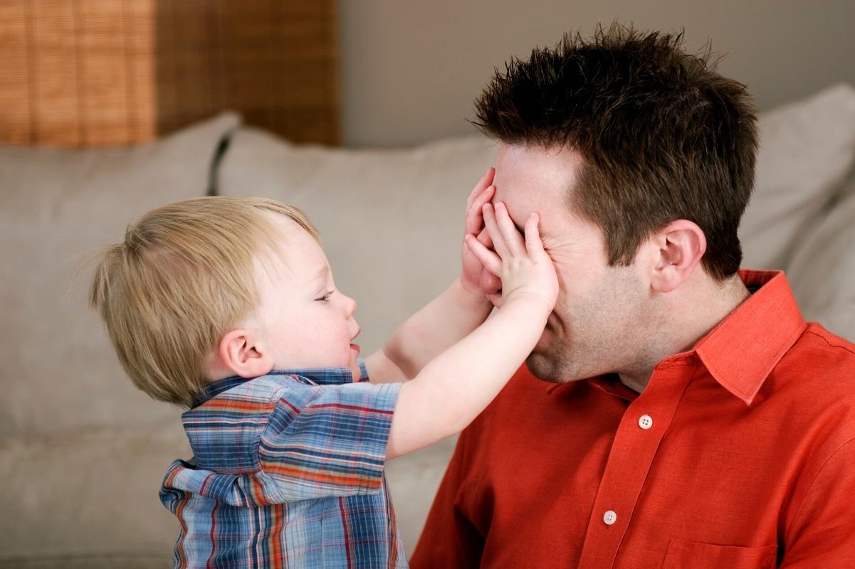 Verstecke spielen mit Baby