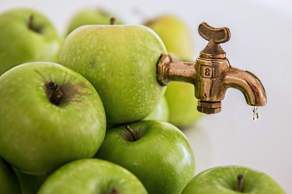 Direktsaft - Getränkehahn an Apfel